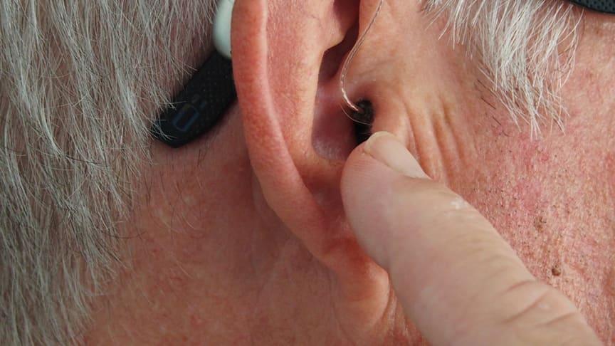 Versicherte der SIGNAL IDUNA Krankenversicherung profitieren von Dienstleistungen von audibene und Amplifon, zwei der führenden Anbieter von Hörgeräten. Foto: Mark Paton/unsplash.com