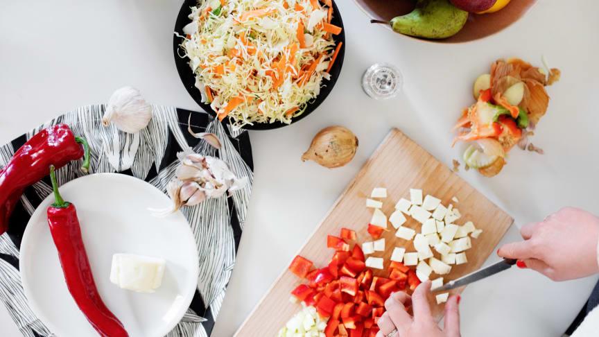 ilastojen mukaan vihanneksia ja juureksia heitetään pois vuosittain jopa 22 miljoonaa kilogrammaa ja hedelmiä ja marjoja noin 12 miljoonaa kilogrammaa.