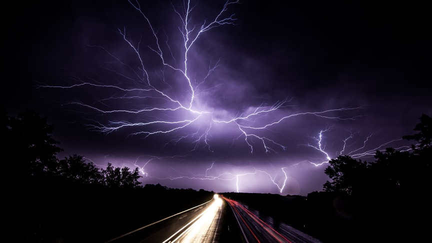 Die Zahl der Blitzschäden sinkt weiter, doch die durchschnittliche Schadenhöhe steigt. Foto: Raphael Reischuk/pixelio.de