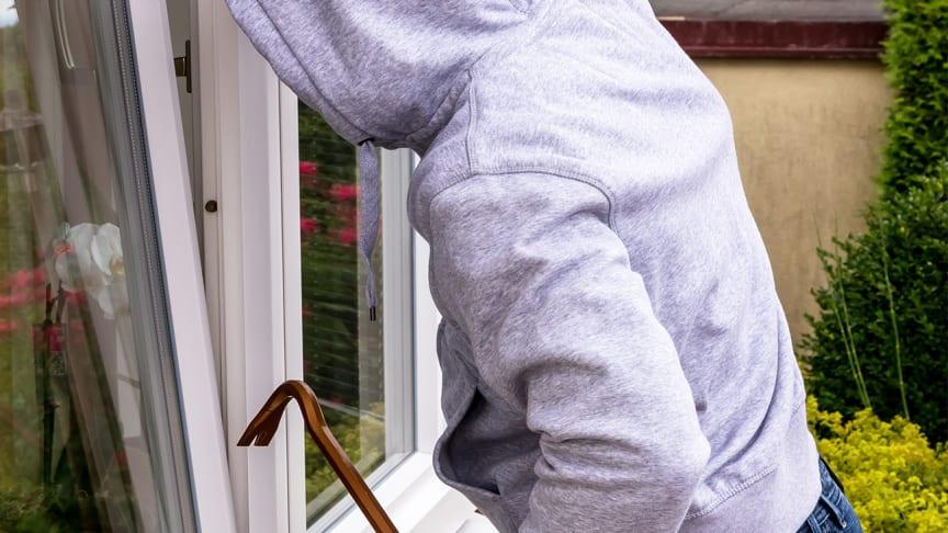 Ikke la innbruddstyver ødelegge din trygghet – slik sikrer du boligen din i ferien