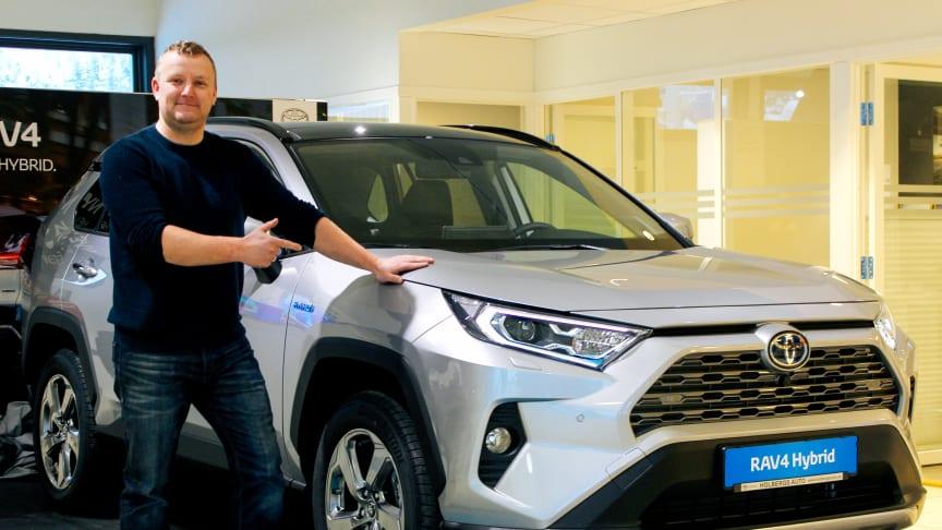 Namsos: Driftsleder Kay Haug hos Nordvik er klar for lansering av nye RAV4 Hybrid.