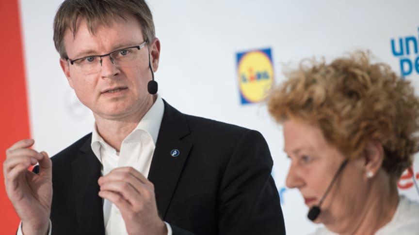 Stefan Kooths från institutet för världsekonomi i Kiel (Institut für Weltwirtschaft, IfW) och Ingrid Thörnqvist, SVT.