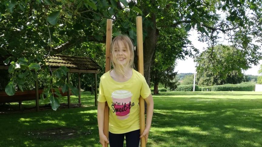 Alma på stylter ved Mothsgården