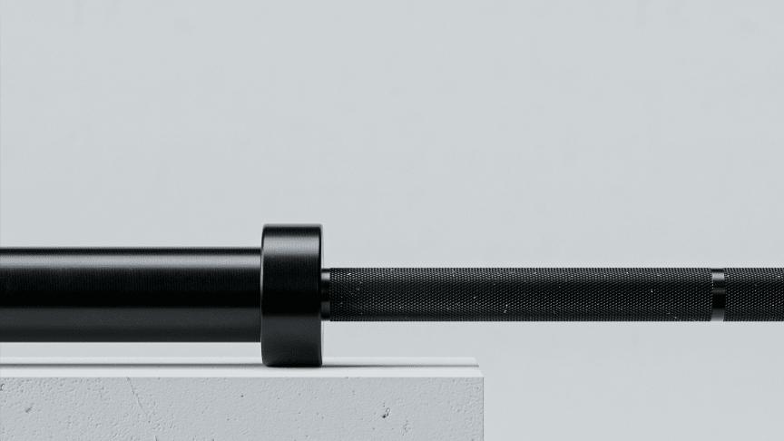 Eleiko Hybrid Bar kombinerar element från styrkelyft-och tyngdlyftingsstänger i en hybridstång med slitstark, korrosionsbeständig ytbehandling.