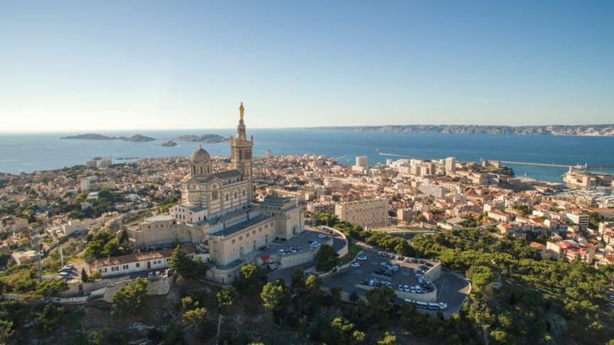 Ciel bleu sans pollution à Marseille.  Stock photo/Copyright: SimonSkafar