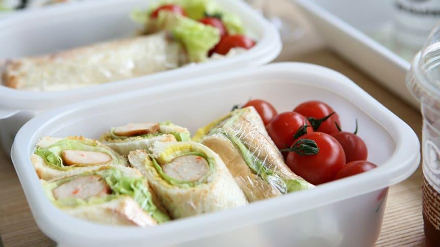Noutoruoan pakkausmateriaalien turvallisuus on ensiarvoisen tärkeää ruoan hygienisen käsittelyn ohella.