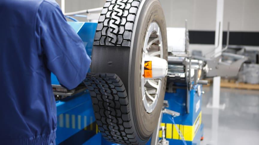 Regummierede lastbildæk gavner transportbranchens grønne profil.