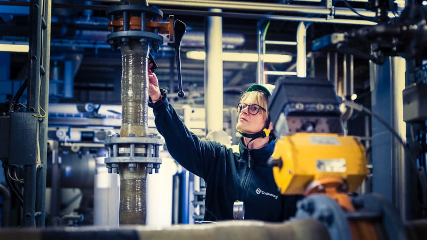 Vår kemiingenjör Mirjana på plats vid reningen av rökgaskondensat på Igelsta kraftvärmeverk