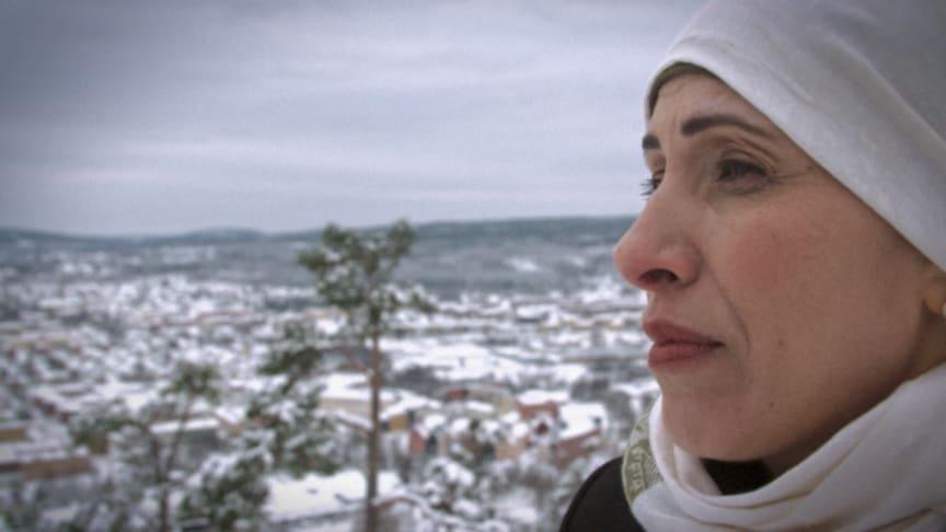 Siham Abdul Aziz kom till Sverige 1988 och jobbar idag som modersmålslärare. Foto: UR
