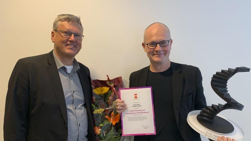 """Magnus Dagerhem, orkesterchef och Fredrik Österling, konserthuschef, vid prisutdelningen av """"Årets nytänk""""."""