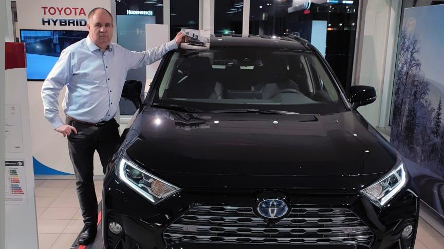 Vi er svært godt fornøyd med salget av biler i 2020, sier Oddgeir Nergaard, daglig leder hos Nordvik Toyota Narvik. Foto: Nordvik AS.