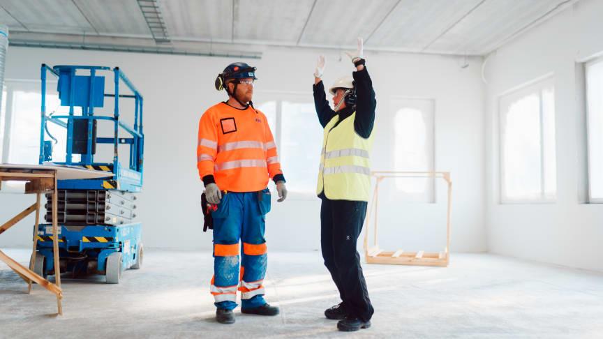 Hankkeen taustalla on syksyllä 2019 toteutettu mittaus, jossa älyvaateteknologian avulla selvitettiin eri työvaiheiden kuomittavuutta asentajan työssä.