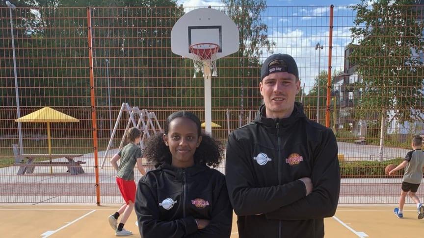 Förebilderna Milen Hagos och Lukas Friberg som båda har spelat i Uppsala Basket ungdomsverksamhet och nu spelar elitbasket i dam- respektive herrlaget.