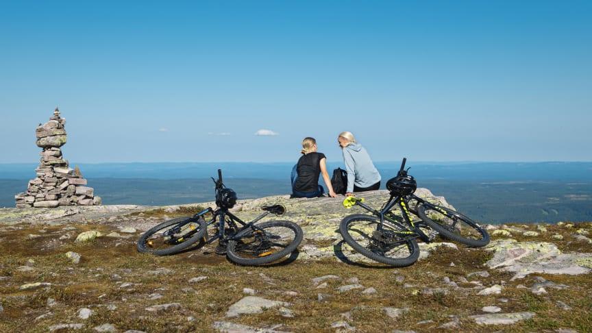 SkiStar fortsätter sommarsatsningen: Investerar i padel, nya cykelleder och klätterparker i Åre och Sälen