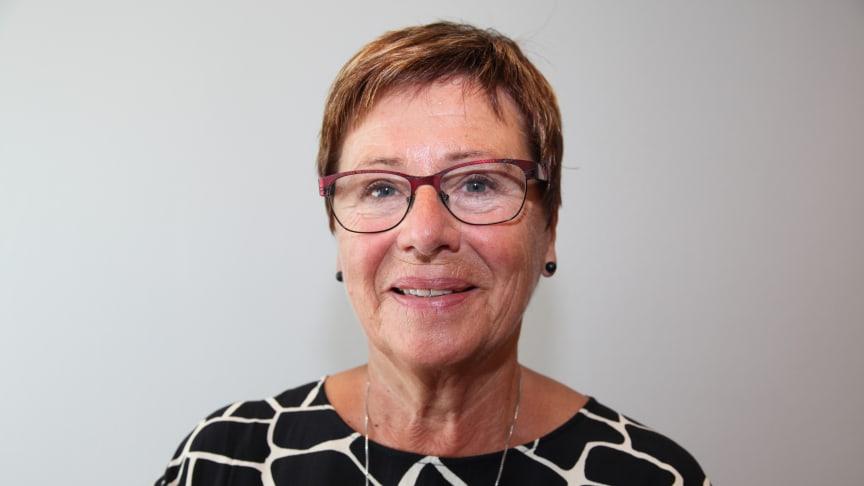 Media er lite interessert i hva Helga Hjetland mener, etter at hun ble pensjonist. - Samfunnet blir fattigere om ikke eldre kommer til orde, mener hun.