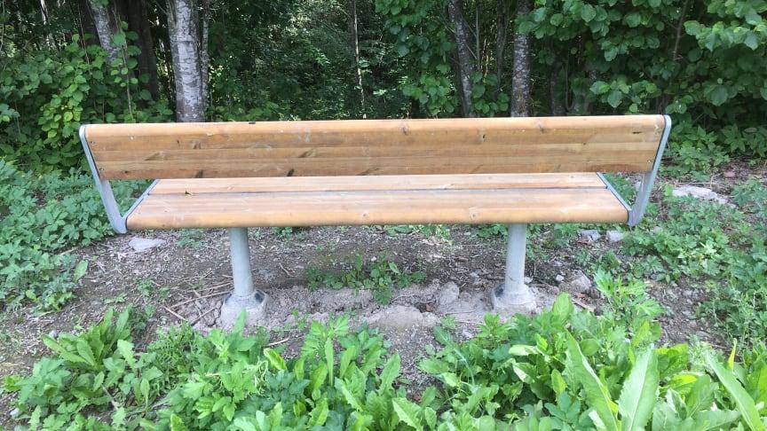 I samarbeid med Bymiljøetaten er det satt opp benker langt Tokerudbekken. To benker ble ødelagt av snømåking i vinter men er nå erstattet.