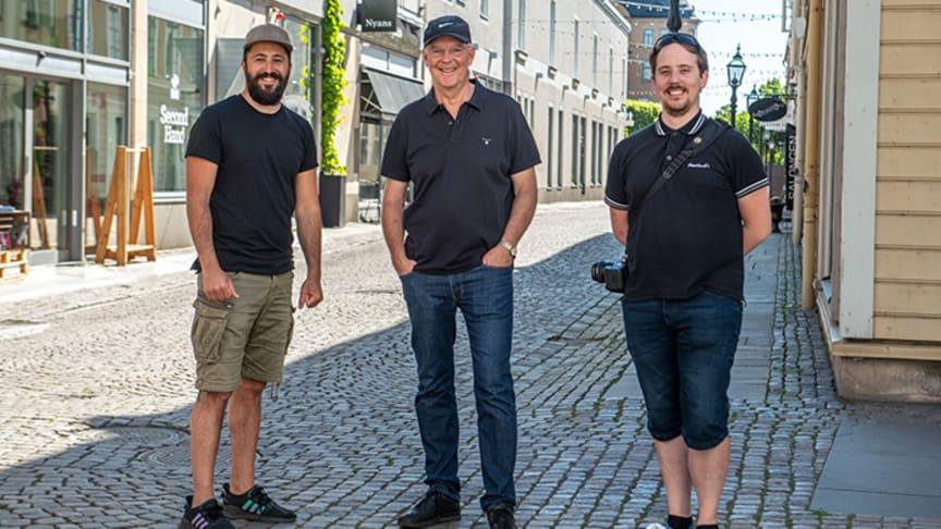 Fr.v. Waseem Youssef, Jarl Strömbom och Gustaf Syrén, de tre glada vinnarna i årets omgång av tävlingen #mittelskåp.