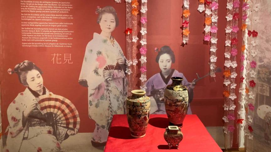 """Sonderausstellung """"Der Duft der Kirschblüte – Textile Kunst aus Japan"""" in Schloss Lichtenwalde (Foto: ASL Schlossbetriebe gGmbH)"""