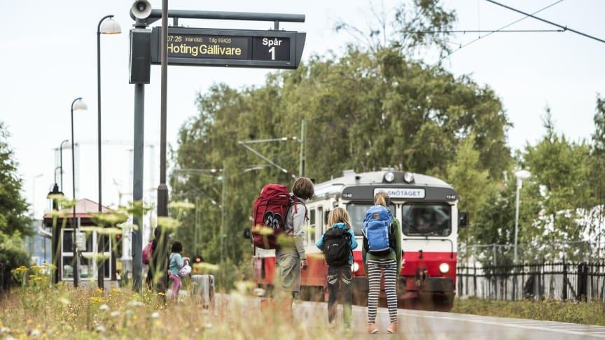 Inlandsbanan erbjuder tågluffarkort, paketresor och enskilda biljetter sommartid. Dagtågstrafik mellan Östersund och Mora under vinterturismsäsongen. Paketresor och charter året runt.