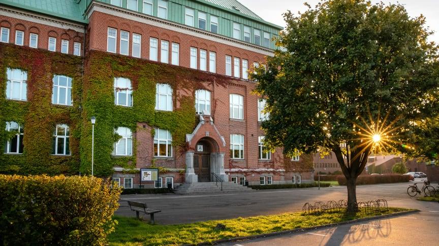 Elever i årskurs 2 och 3 på Söderslättsgymnasiet i Trelleborg kommer växel- och veckovis att få fjärrundervisning enligt ett särskilt schema med start måndag den 30 november.