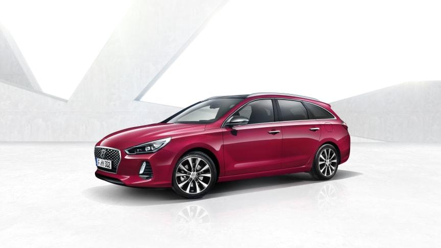 Hyundais nye i30 stasjonsvogn - stort bagasjerom og alle sikkerhetssystemer på plass.