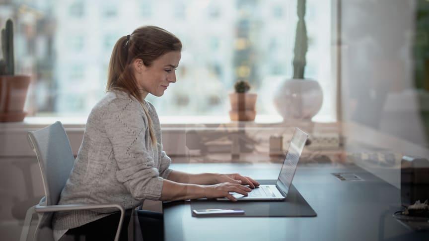 Med taleintegrasjon i Microsoft Teams kan du bruke PC-en som mobiltelefon.
