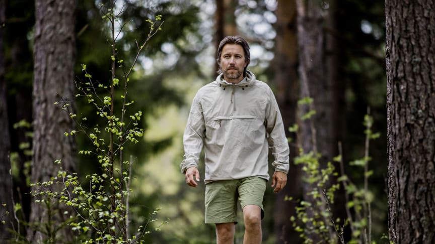 GÅR EN MIL OM DAGEN: Forfatter Torbjørn Ekelund har bokstavelig talt tatt beina fatt siden han fikk epilepsi og ble fratatt førerkortet. Foto: Jørn H. Moen