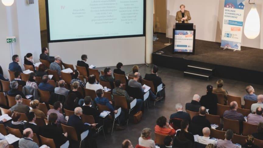 Die Konferenz liefert den Teilnehmern einen umfassenden Überblick über aktuell relevante Aspekte der Diagnose, Sanierung und Vermeidung von Schimmelpilzbelastungen in Gebäuden. Foto: B+B BAUEN IM BESTAND/ Lukas Papierak