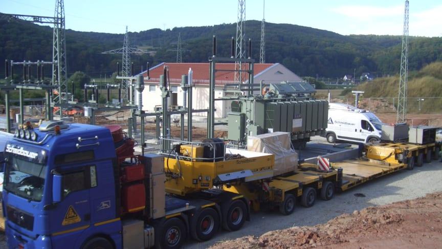 Neues Umspannwerk in Gambach erhält Herzstück – zwei Trafos mit je knapp 60 Tonnen Gewicht angeliefert