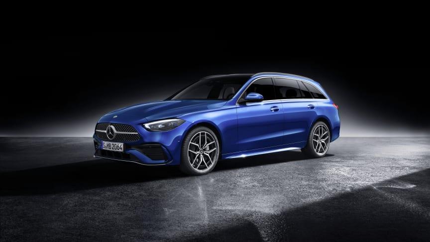 Nu är de svenska priserna för helt nya Mercedes-Benz C-Klass klara. Den som väljer en C 200 Sedan i välutrustat SE-Edition utförande får betala 399.900 kronor. Kombi kostar 10.000 kronor extra.