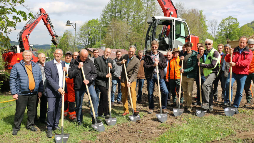 Die Gemeinde Aschau im Chiemgau erschließt das Almgebiet. Das Bayernwerk wird zeitgleich mit einer neuen Netzanbindung eine moderne Energieversorgung gewährleisten.