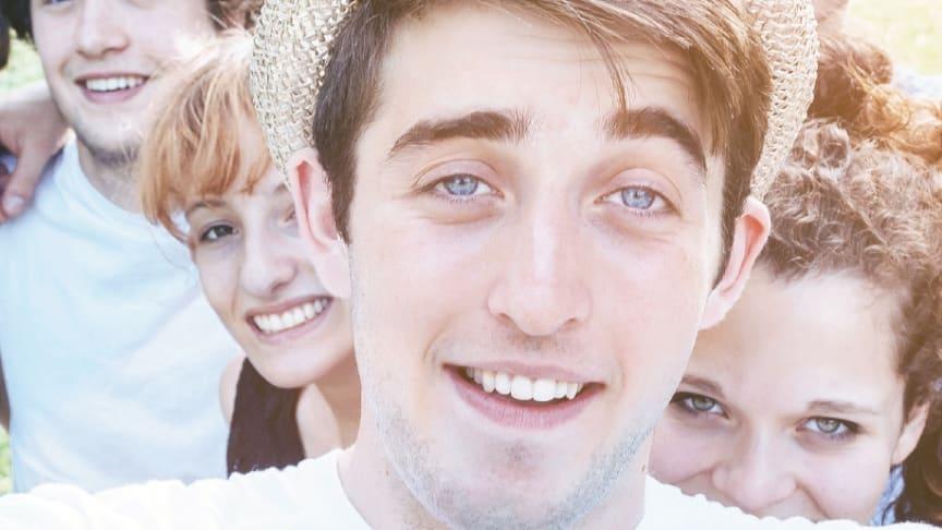 Zahnspangen, Bleaching, Zahnschmuck - Jugendliche brauchen eine besondere Aufklärung zur Zahngesundheit