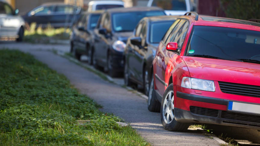 Inquiry into pavement parking launched - RAC reaction