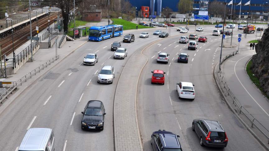 Svenska personbilar rullade färre mil