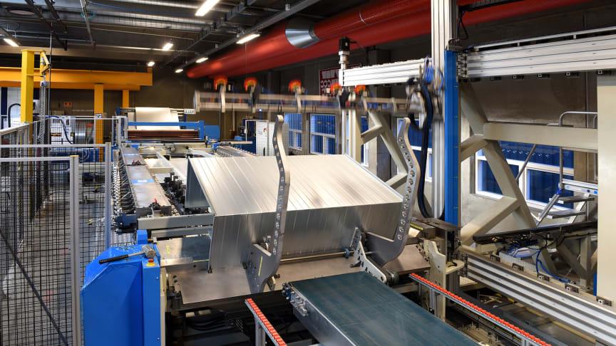 Der findes kun én maskine i hele verden, som den Lindab har indkøbt hos virksomheden Firmac til produktion af rektangulære kanaler med integreret flange.