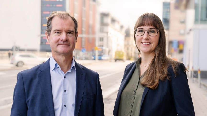 Mårten Lilja, vice vd Riksbyggen och Johanna Ode, bostadspolitisk expert på Riksbyggen.