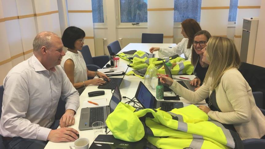 Gänget bakom uppdateringen av våra produkter enligt den nya PPE-förordningen - Jonas Larsson, Lisa Fimreite, Maria Borbos, Carina Nilsson och Annica Paulsson Haglund.