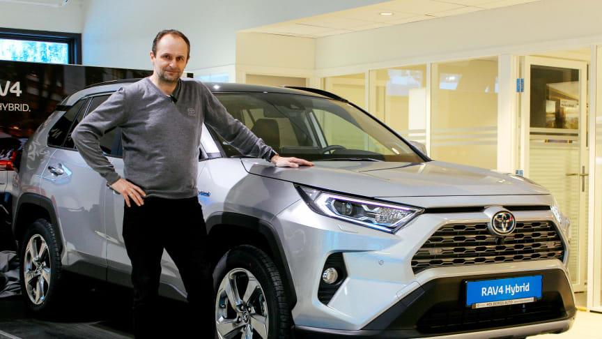 Steinkjer: Salgssjef Tore Suul hos Holberg Auto er klar for lansering av nye RAV4 Hybrid.
