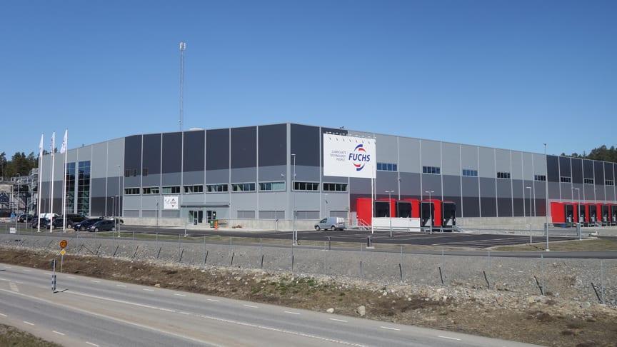 Nu er vi begyndt at flytte ind i vores nye smøreoliefabrik