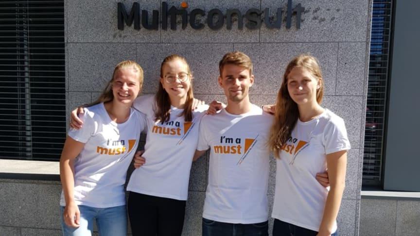 Sofie Marie Steinkjer, Julie Gade Gørbitz, Vegard Mikkelsen Bjerkeli og Anna Frederikke Østby har reist til Afrika, på oppdrag av Multiconsult.