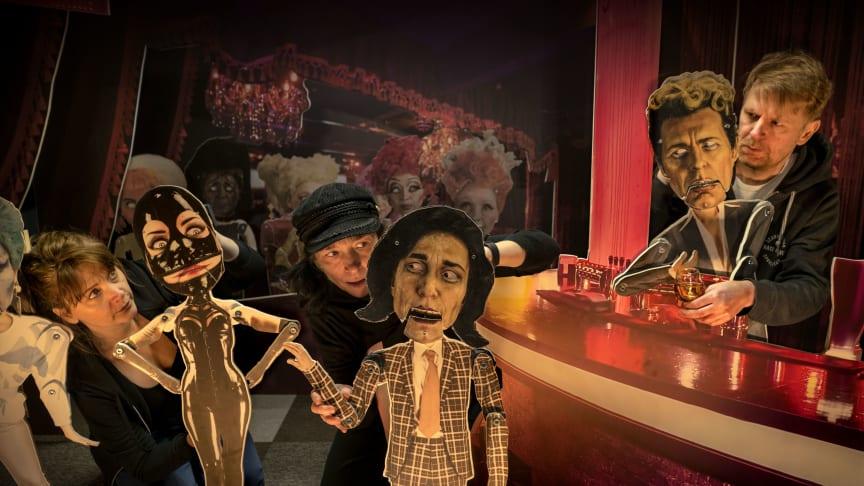 Bild från repetition av Doktor Faustus. Från vänster: Malin Morgan, Andrea Edwards och Pelle Grytt. Foto: Ludde Falk.