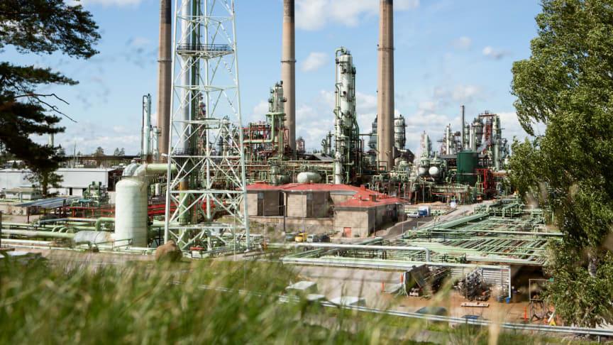 De nordiska raffinaderierna är beredda att producera bioflygbränsle. På bilden Nestes raffinaderi i Borgå. Foto: Neste / Ismo Henttonen