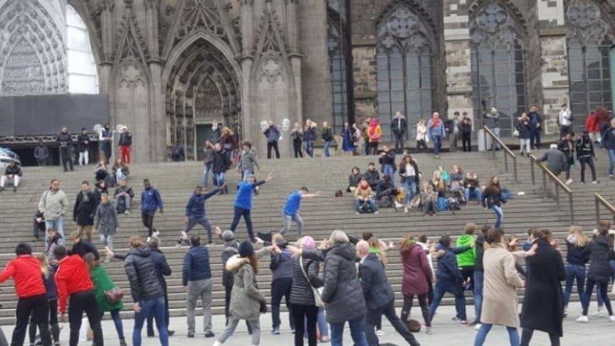 Rücken-Flashmob in Köln anlässlich des Tags der Rückengesundheit