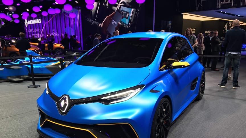 Renault Zoe blev også lavet som en konceptbil - en hidsig sportsvogn med navnet - eSport Concept.  Her er bilen på Geneve Motorshow i foråret 2017