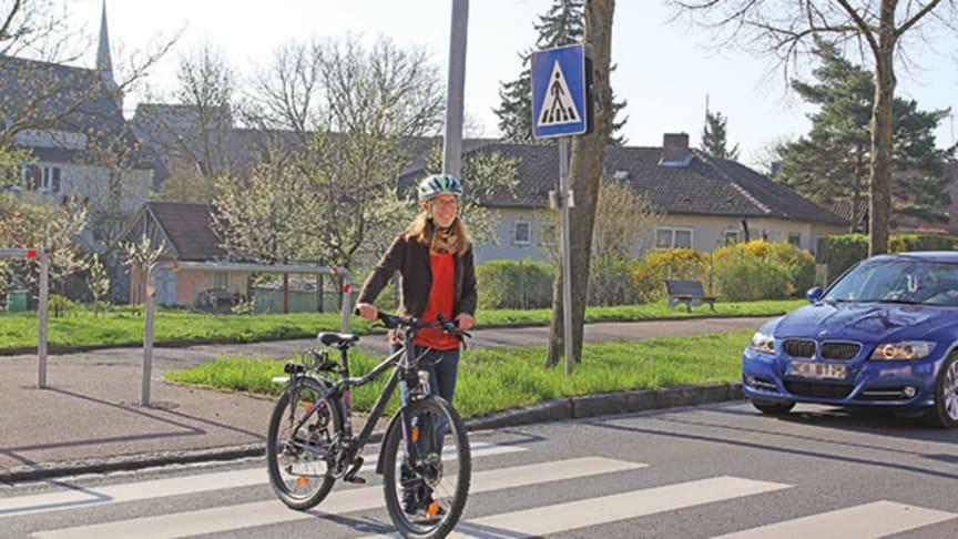 Radfahrer auf dem Zebrastreifen: Müssen sie absteigen, wenn sie den Überweg nutzen? Foto: ARCD