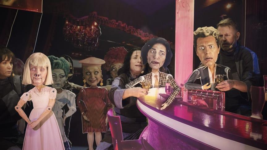 """Ur uppsättningen """"Doktor Faustus"""". Malin Morgan, Andrea Edwards och Peller Grytt. Foto: Nadim Elazzeh."""