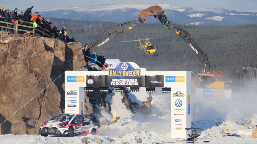 """Slutsegraren Jari-Matti Latvala ger allt i """"Swecon Road to Rock Arena"""" under slutsträckan av Svenska Rallyt."""