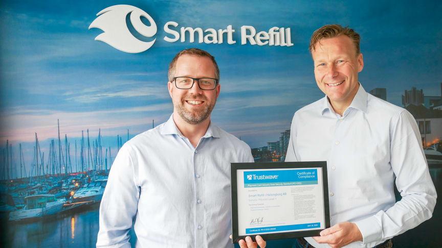 CSO Tobias Persson och VD Henric Ungh gläds åt det förnyade PCI-certifikatet.