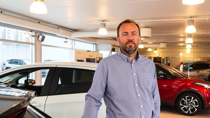 Fornøyd: Regionleder Kåre Dybfest fra Toyota forhandleren Nordvik. Foto: Nordvik