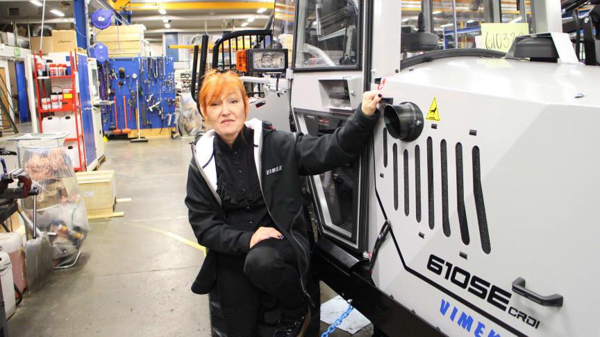 Från snöskotrar, fyrhjulingar och vattenskotrar till skogsmaskiner. Detta är Malin, Vimek AB:s nya marknadskoordinator.